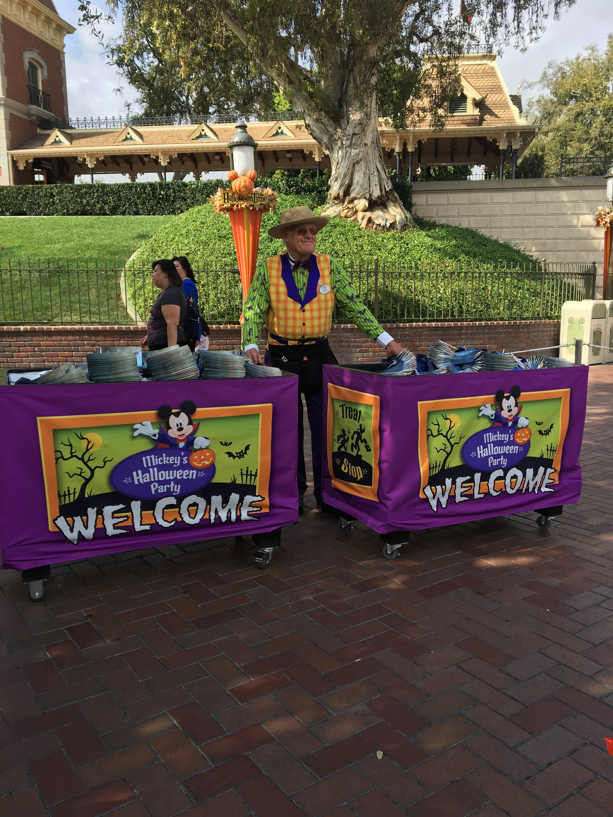 Five Things To Skip At Oogie Boogie Bash. #Disneyland #Mickey'sHalloweenParty #MickeysHalloweenParty2019 #OogieBoogieBash #OogieBoogieBashDisneyland #Disneyland #DisneyCaliforniaAdventure #DCA #DisneylandHalloween