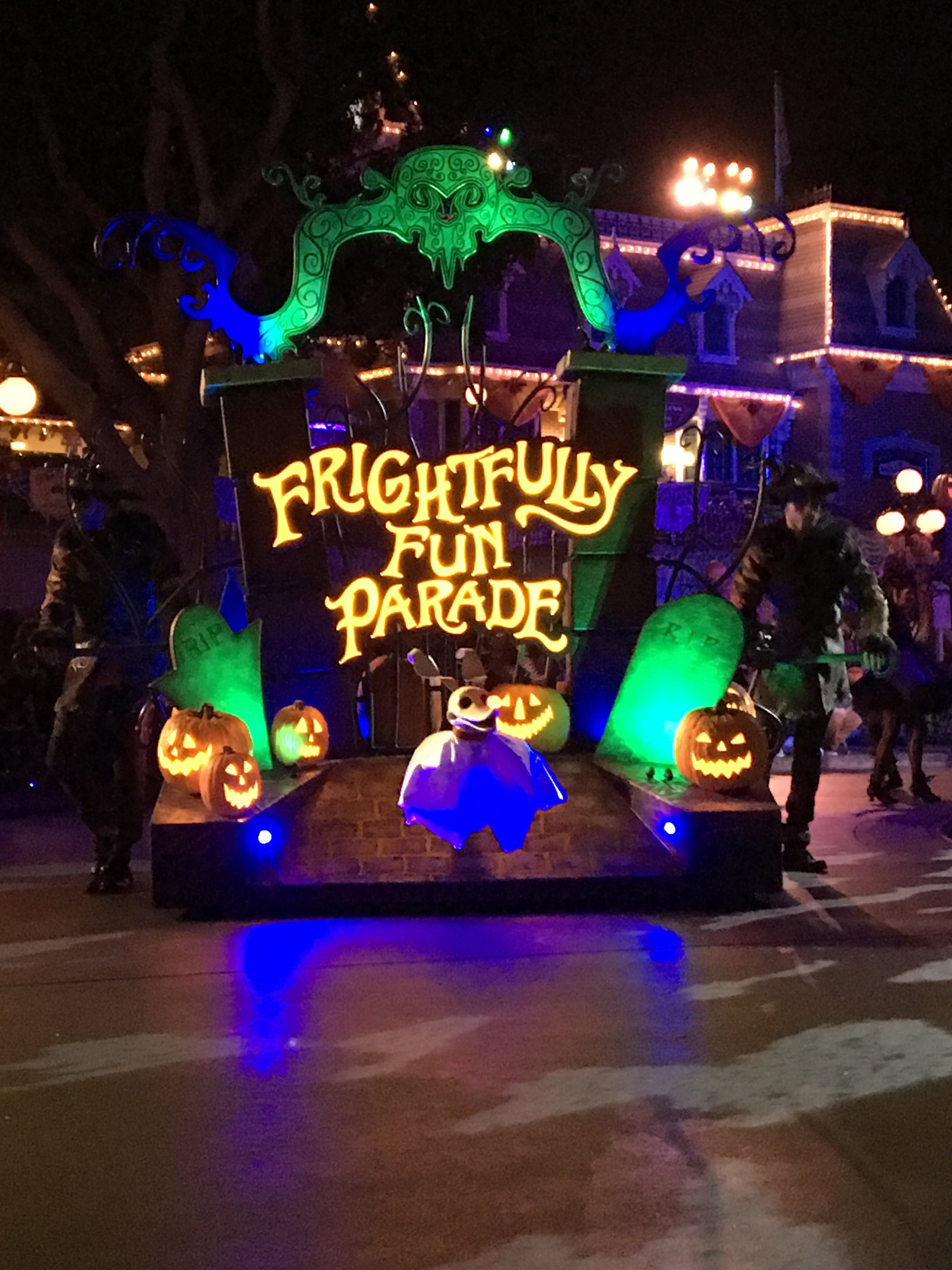 Mickey's Not So Scary Halloween Party and Oogie Boogie Bash Without Kids. #MNSSHP #OogieBoogieBash #Disneyland #WaltDisneyWorld #WDW #DCA #DisneyCaliforniaAdventure #Halloween #Disney #HalloweenAtDisney