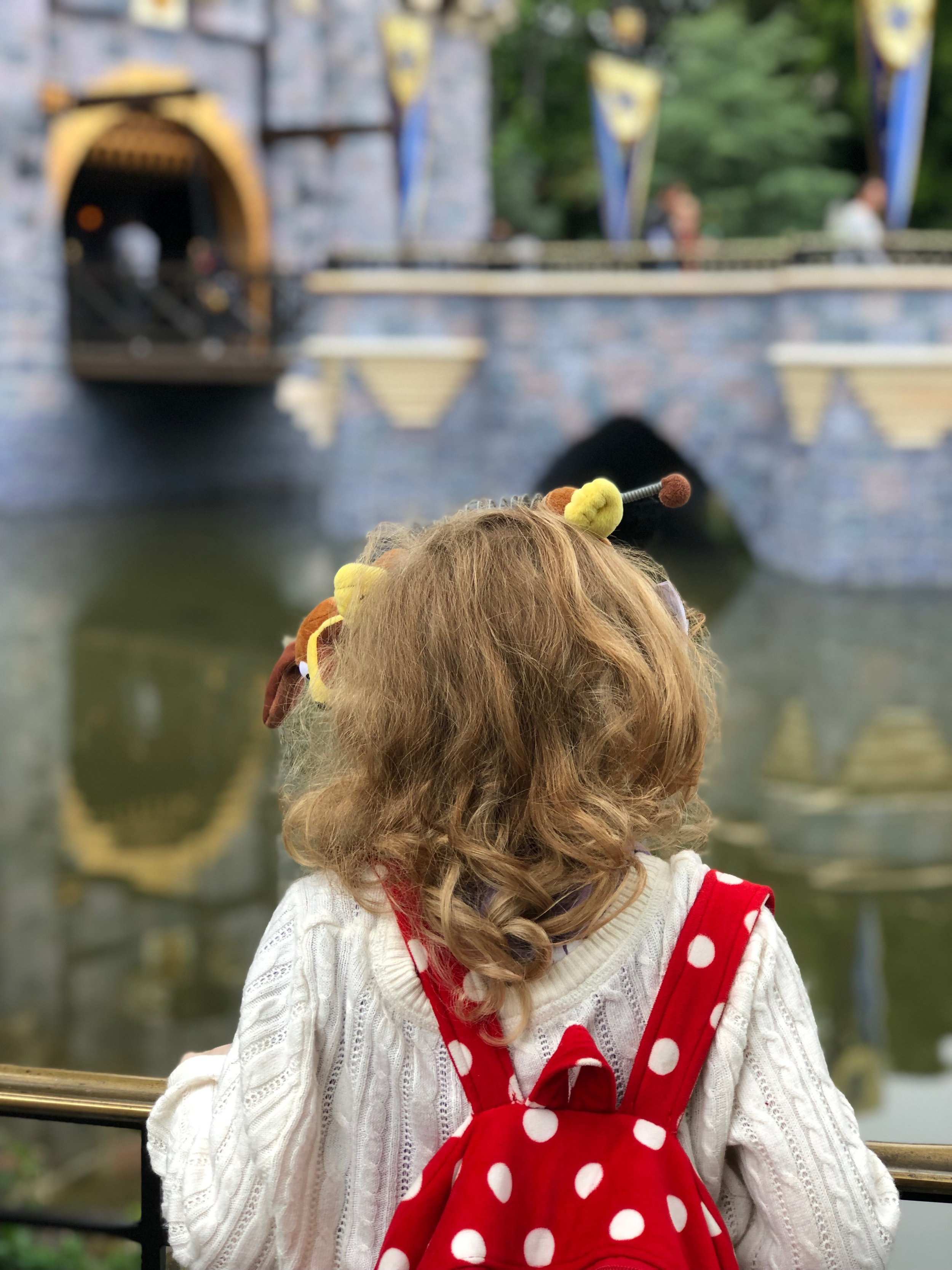 What To Pack In Your Kids Disney Park Bag. #Travel #FamilyTravel #Disney #DisneyWithKids #Disneyland #DisneylandTips #WDW #DisneyWorld #WaltDisneyWorld  #DisneyCaliforniaAdventure