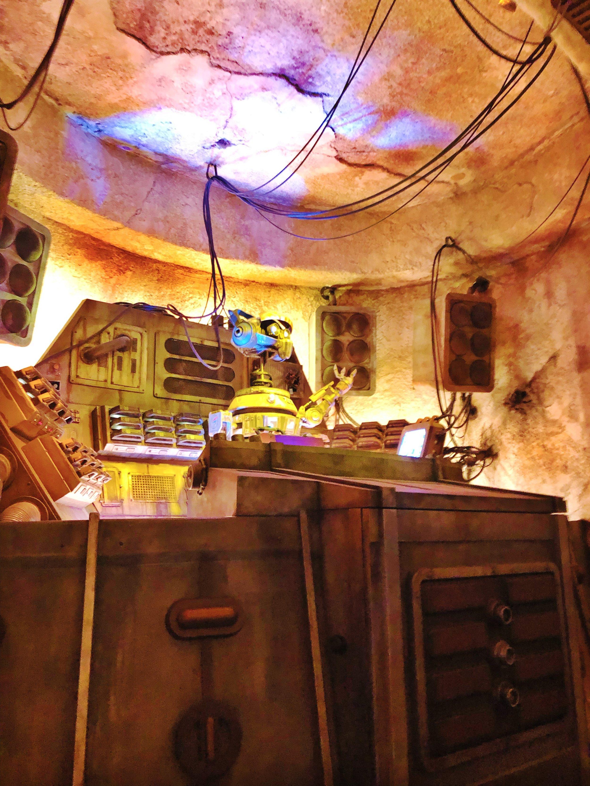 Oga's Cantina Review. #Batuu #StarWars #StarWarsLand #OgasCantina #Ogas #Disneyland #Disney #StarWarsGalaxysEdge