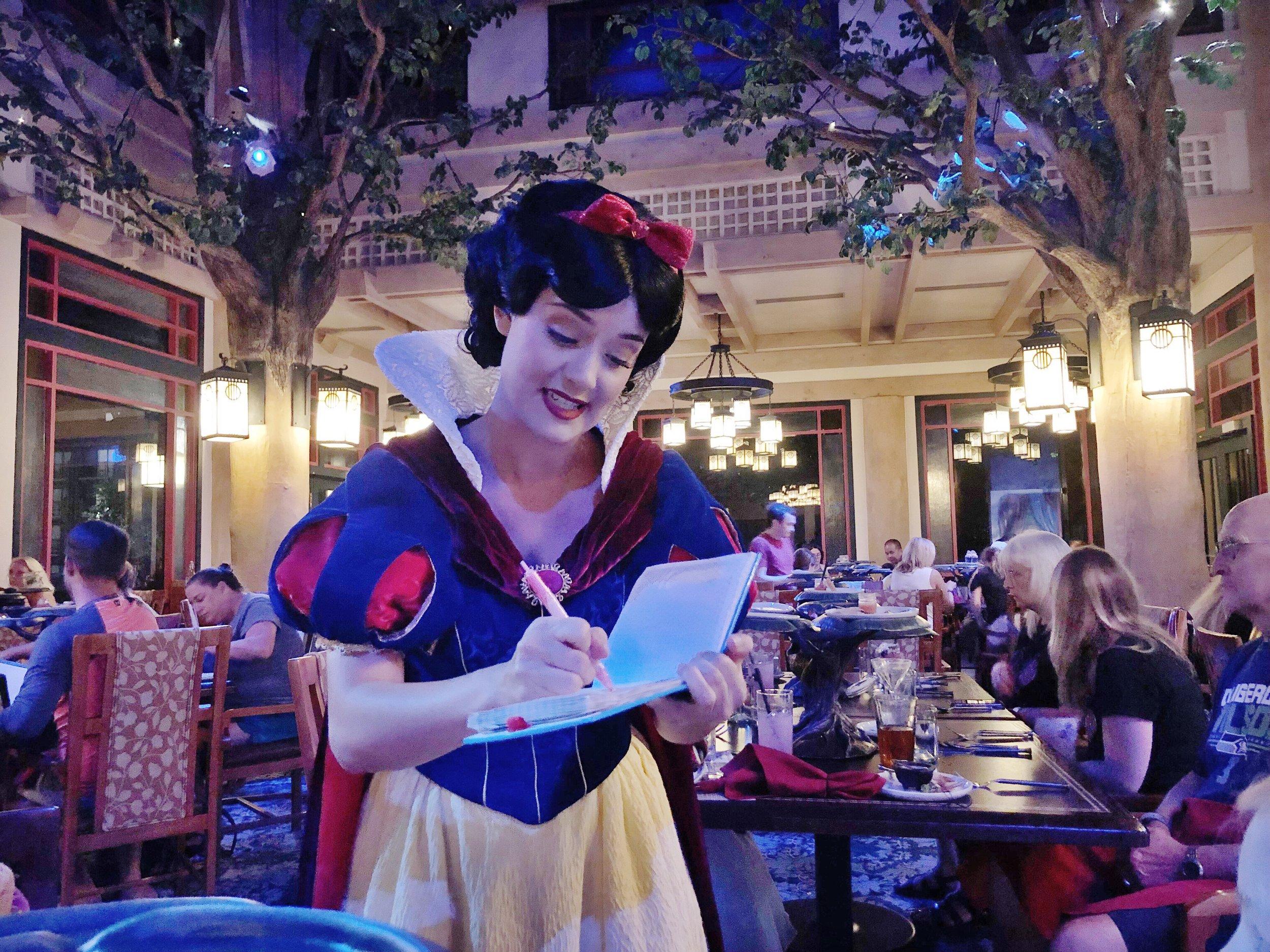 Story Book Dining at Artist Point with Snow White Review. #wdw #DisneyWorld #characterdining #snowwhite #evilqueen #artistpoint #sotrybookdining #waltdisneyworld #disney #disneywithkids