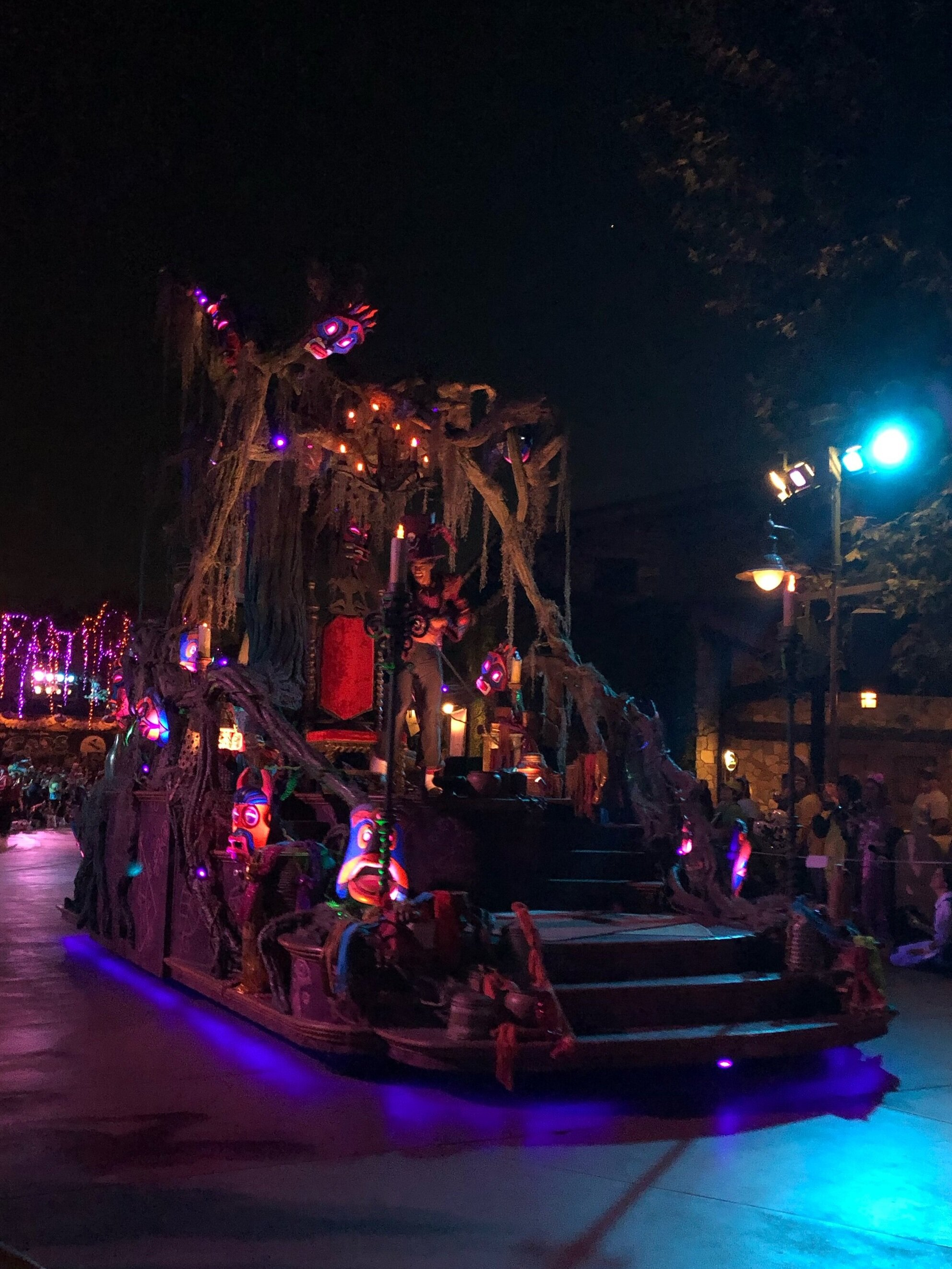 Tips For Taking Your Kids To Oogie Boogie's Bash At Disney California Adventure.  #Disneyland #Mickey'sHalloweenParty #MickeysHalloweenParty2019 #OogieBoogieBash #OogieBoogieBashDisneyland #Disneyland #DisneyCaliforniaAdventure #DCA #DisneylandHalloween