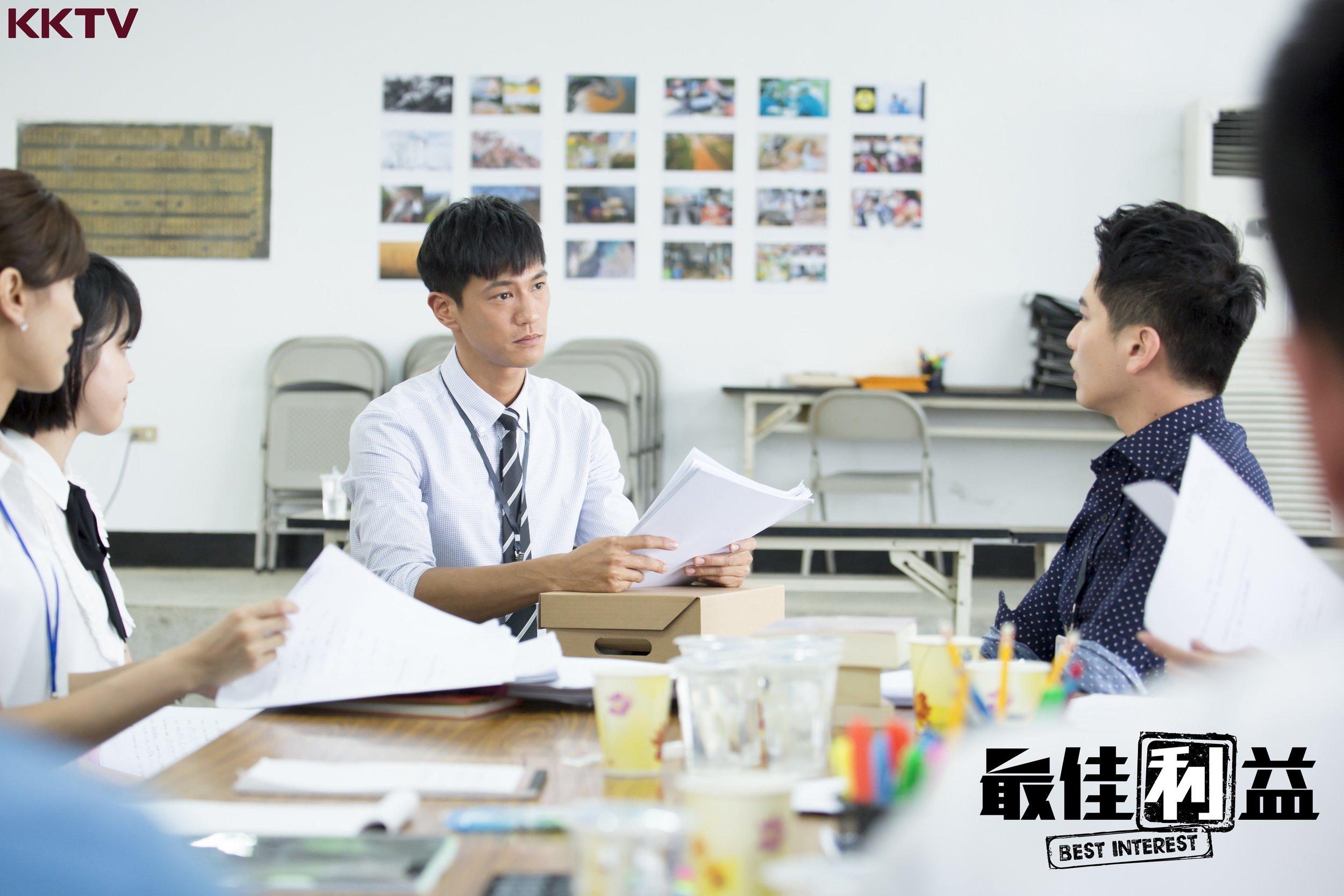 《最佳利益》男主角鍾承翰,飾演熱血的實習律師.jpg