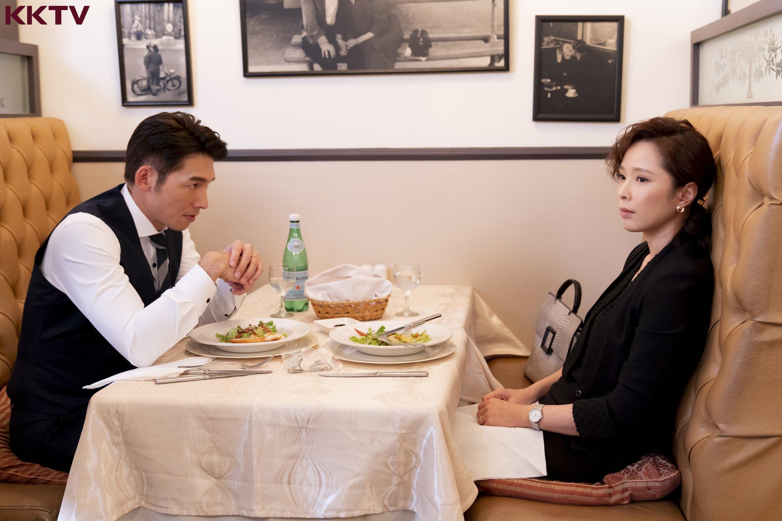 在《最佳利益》中,溫昇豪飾演檢察官,戲裡與天心配對演夫妻,但夫妻關係因一起神祕自殺事件,岌岌可危。.jpg