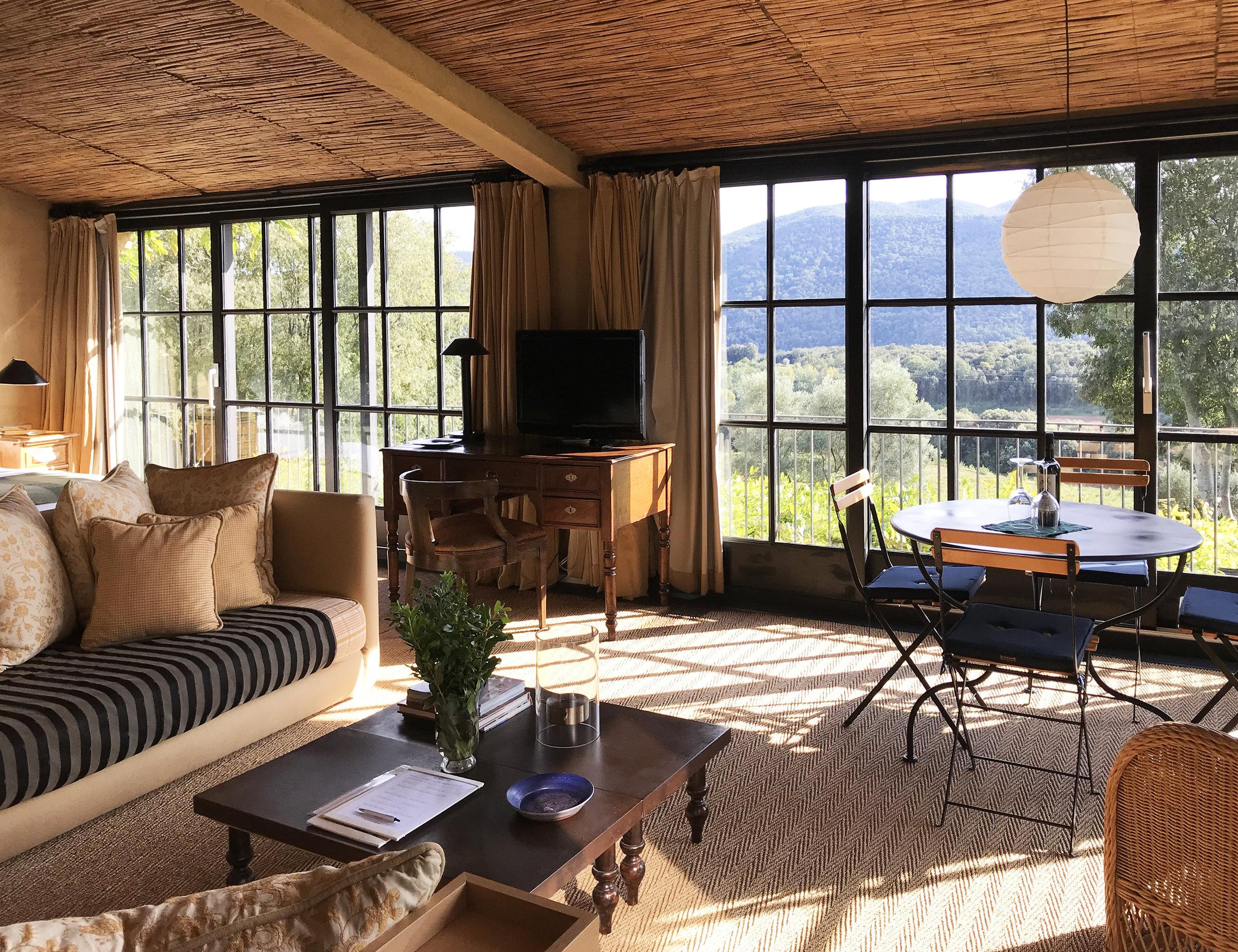 Suite loft Living2.jpg