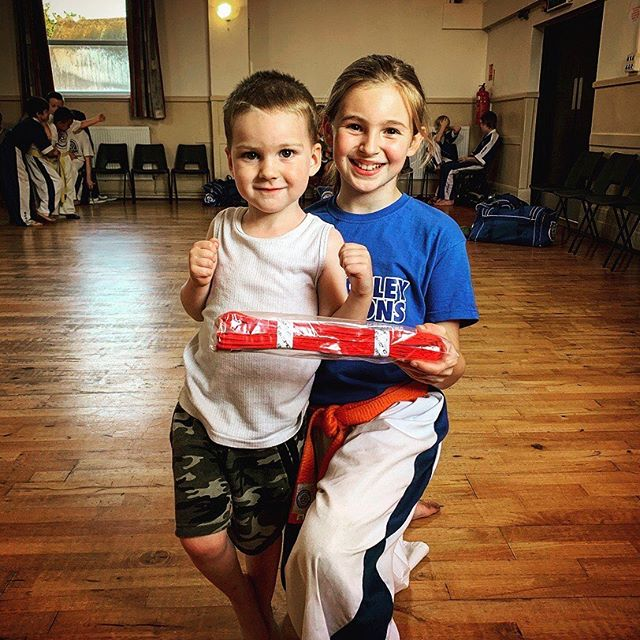 Help and assistance to new members ☺️#ecka #bletchleydragons #miltonkeynes #kickboxing #karate