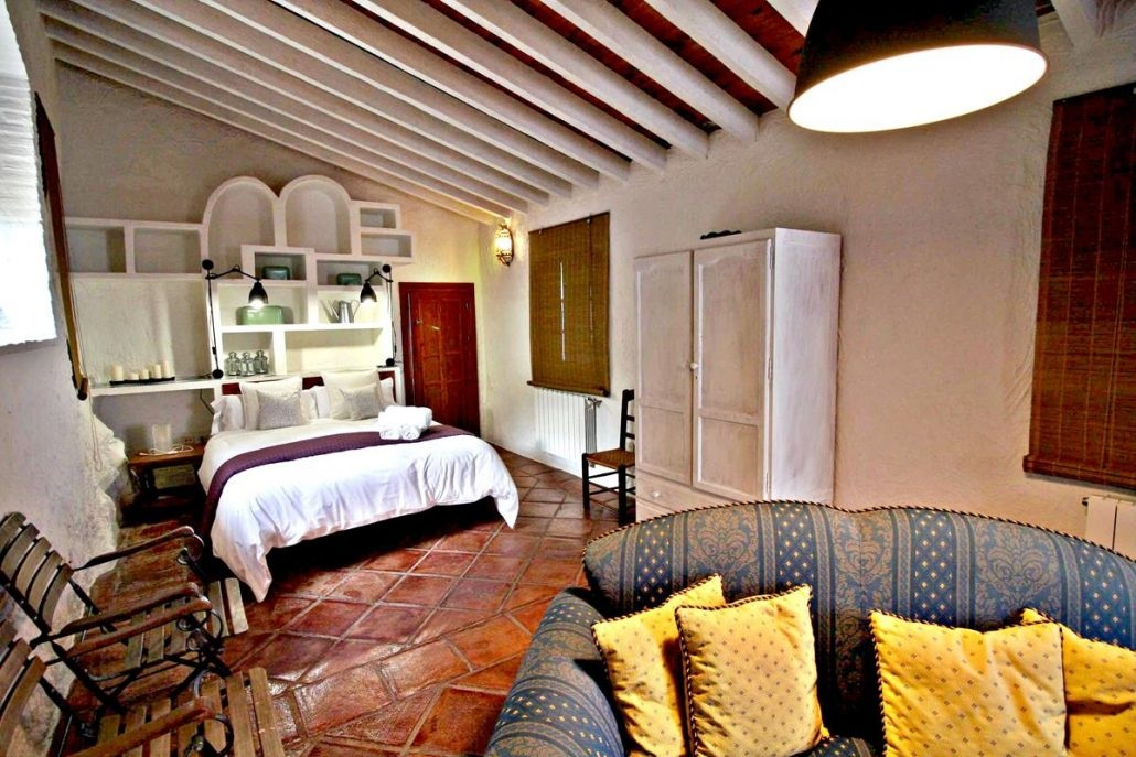 La Romantica - Private Loft Double: $1495 per person Single: $1895 per person  Private loft apartment with exclusive YOGA SHALA, swimming pool, living room, full kitchen, double bed and Sofa-Bed with ensuite bathroom.