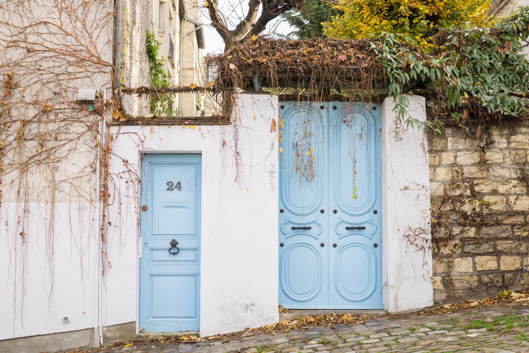 Sharing a few wonderful places to explore in Montmartre, a whimsical village in the 18th arrondissement of Paris | Montmartre Travel Guide | Paris Travel Tips