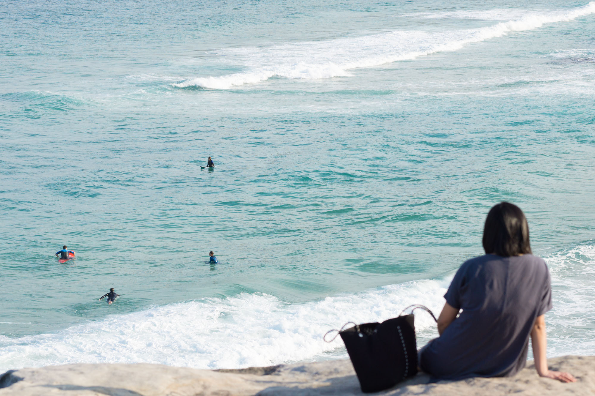 Dive in to discover an iconic Sydney coastal walk that is a favourite amoung locals and tourists alike.   Bondi to Bronte Coastal Walk   Sydney Travel Tips