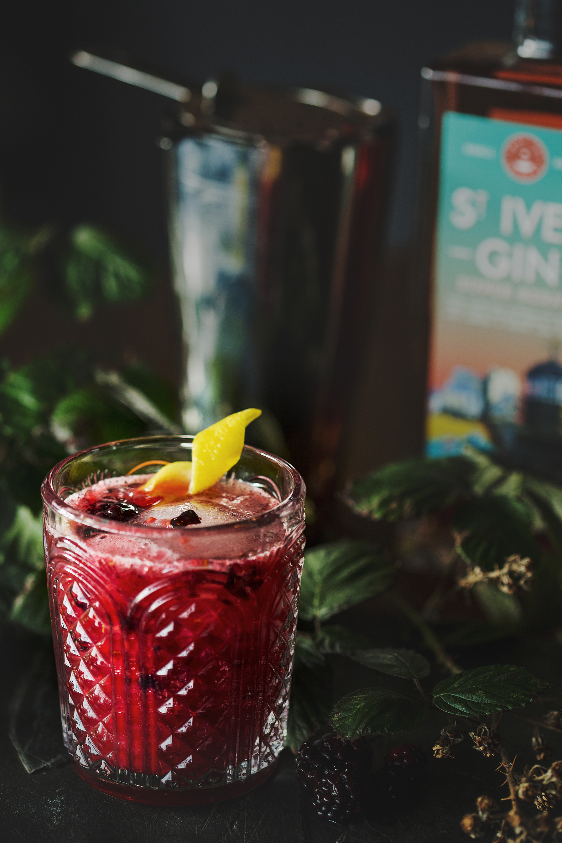 berry gin smash -