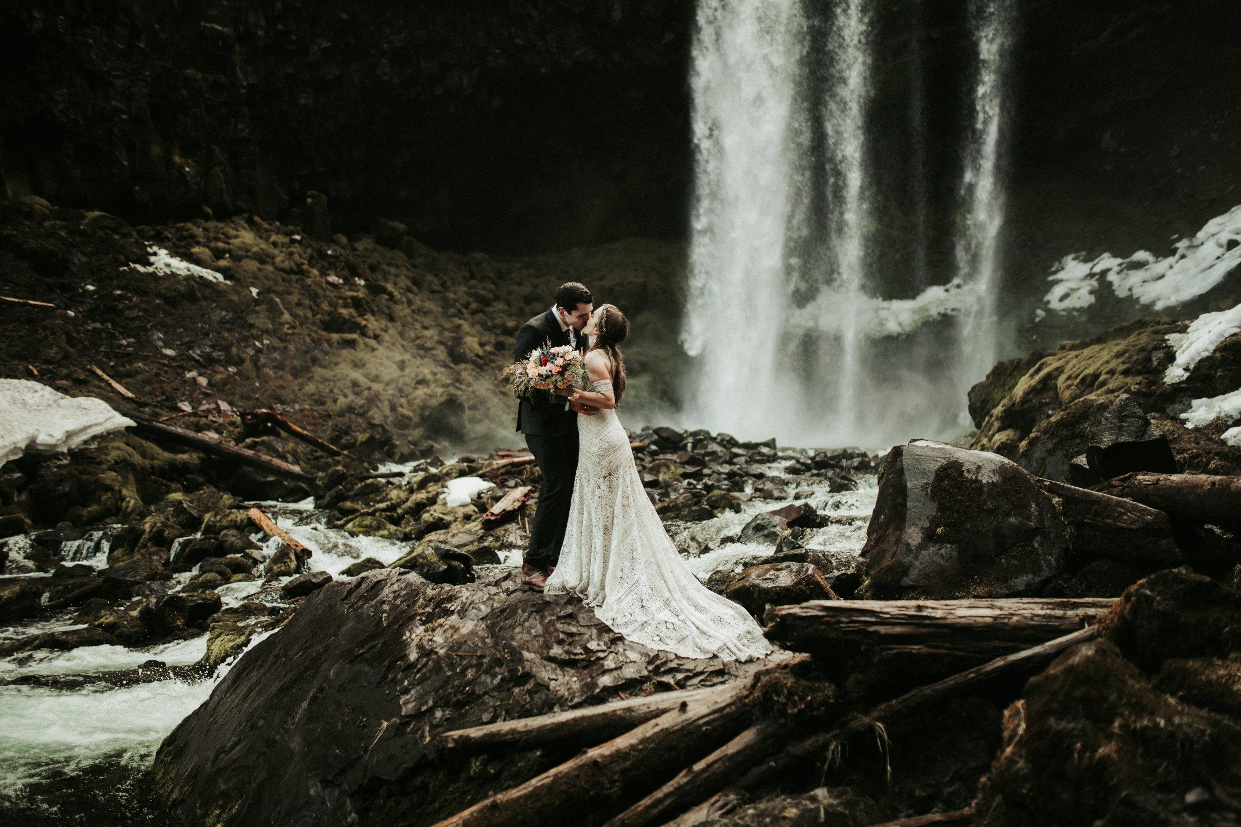 Oregon elopement - Tamanawas Falls trail