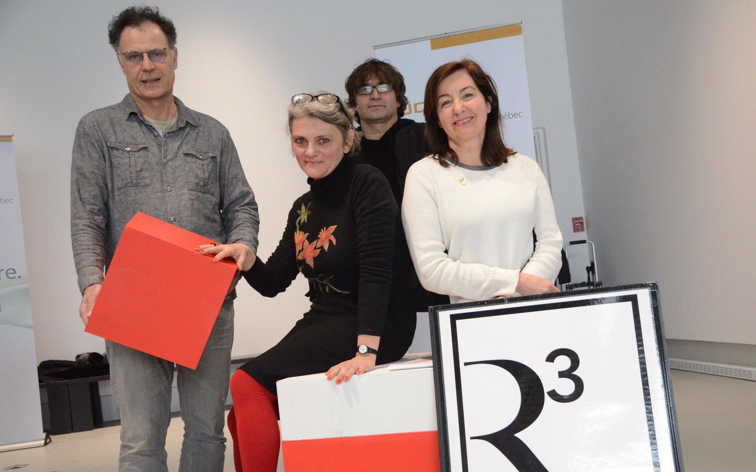 Philippe Boissonnet, directeur du groupe de recherche URAV, Agnès Aubague, artiste, Besnik Haxhillari, professeur au Département de la philosophie et des arts de l'UQTR, et Lorraine Beaulieu, coordonnatrice à la Galerie R3. ©Stéphanie Paradis