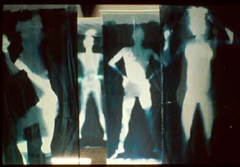 «Indice de présences», installation de cyanotypes sur tissus.