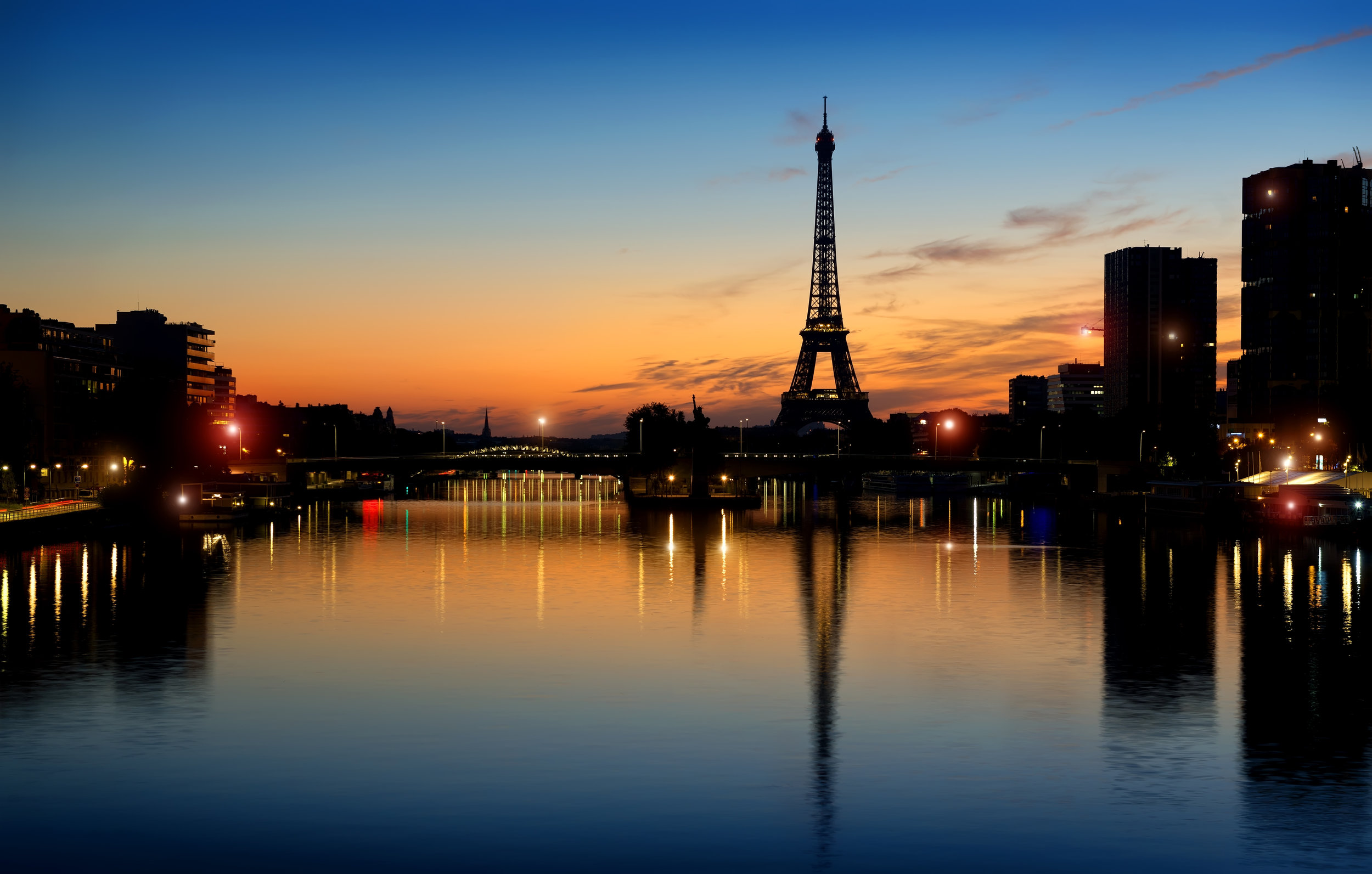 early-morning-in-paris-P244GR8.jpg
