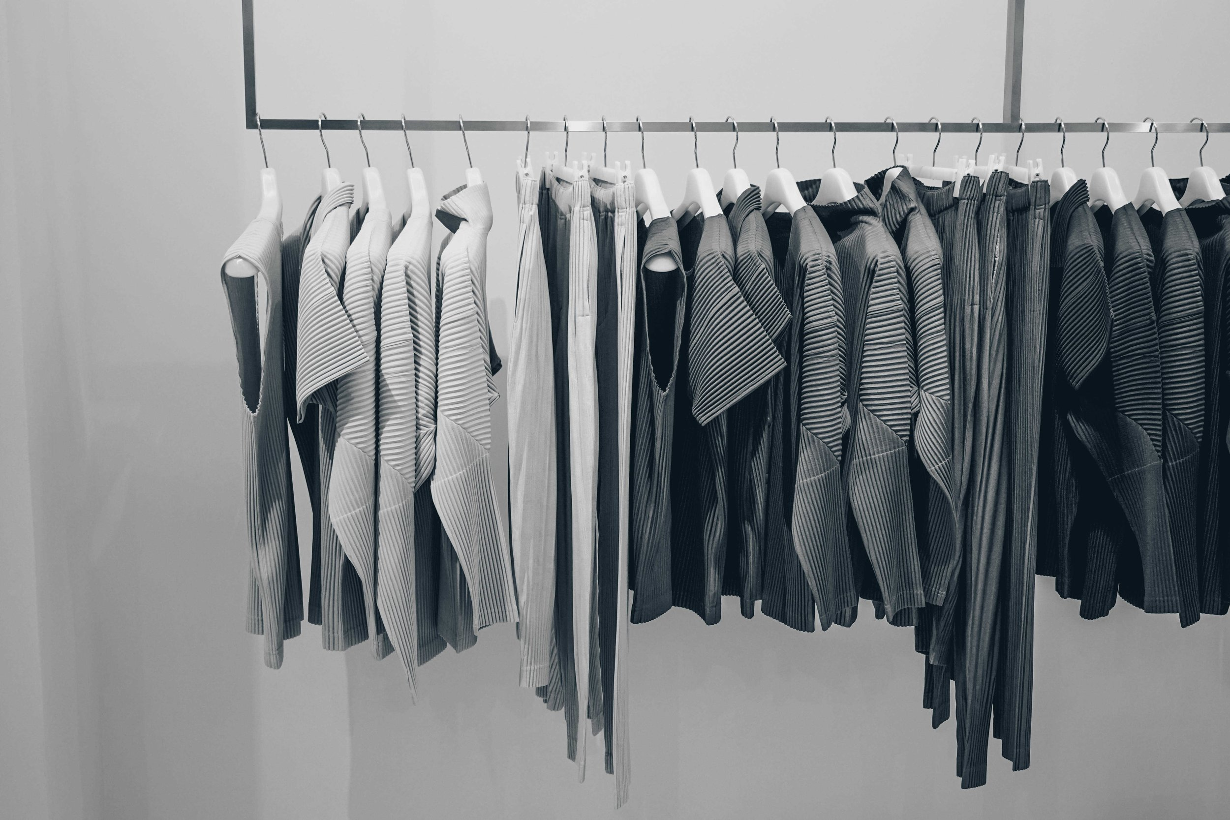 5 Essential Pieces For Building A Minimalist Wardrobe
