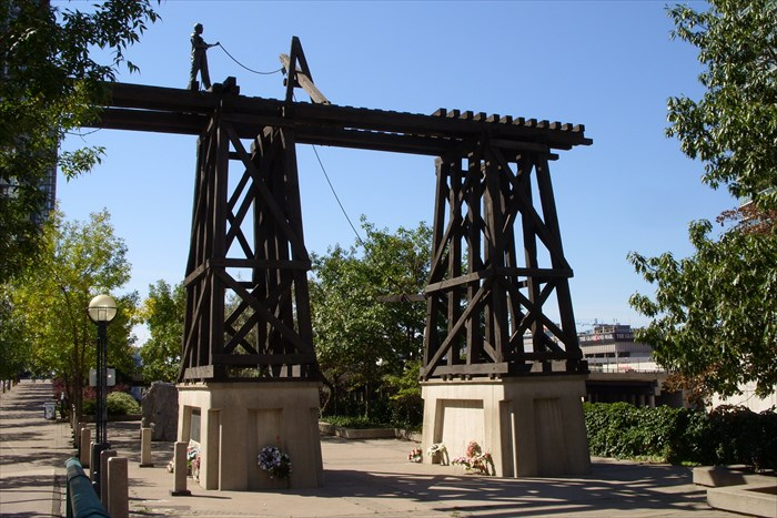 Chinese Railroad Workers Monument - Waymarking.jpg