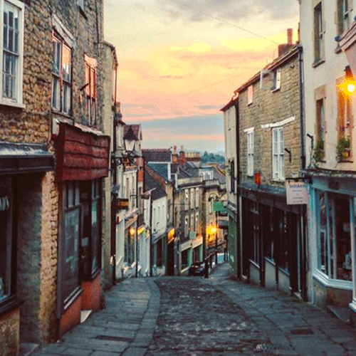 FROME   Beautiful town full of quirky shops and places to eat. From March until December, there is a monthly market on the first Sunday of the month.