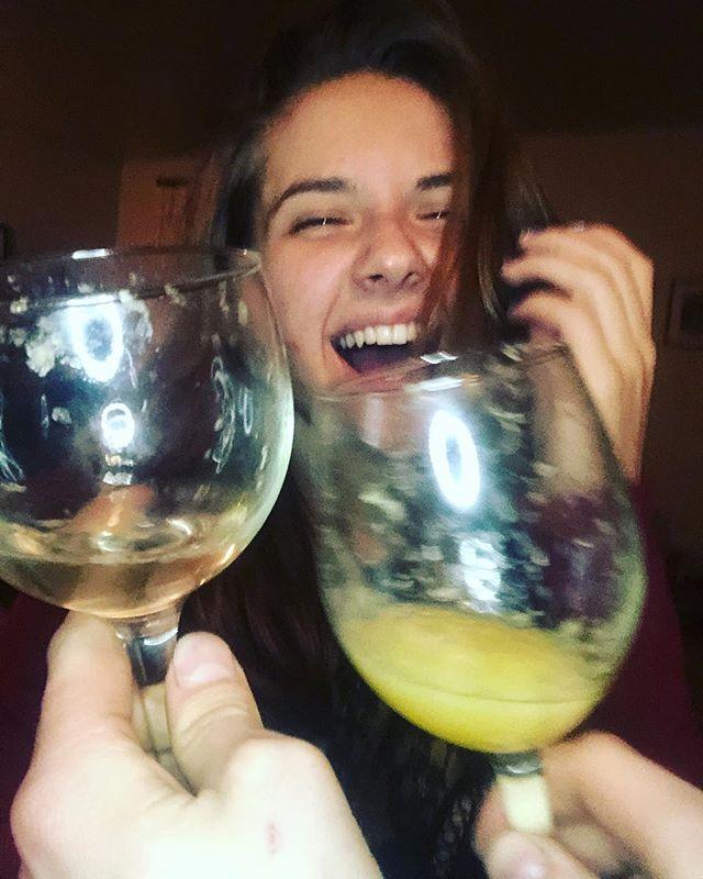 Happy New Year! 🖤✨ #clinkyclinky #newyearseve #newyears #happyholidays #imnotholdingeitherofthesedrinks