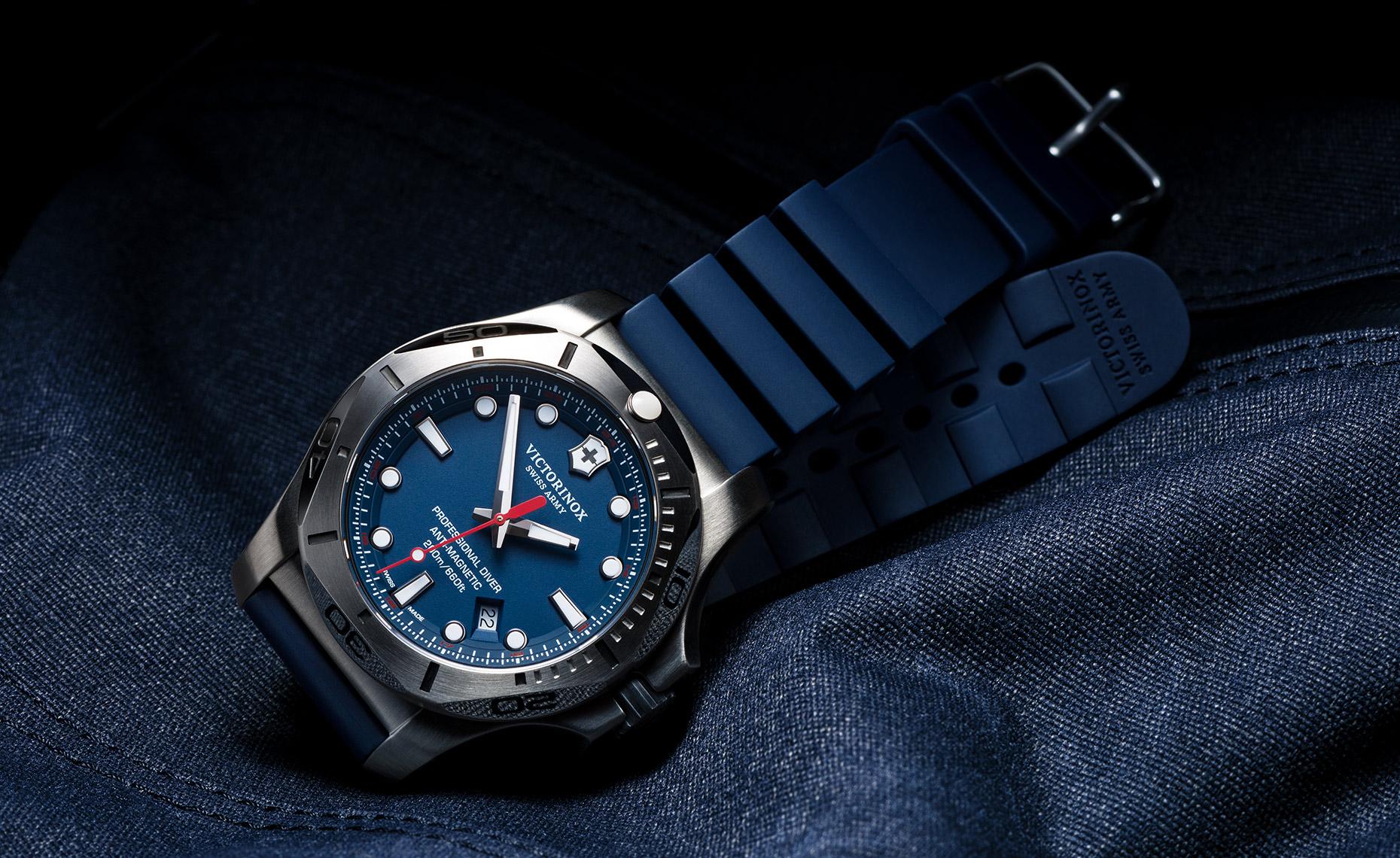 tom-medvedich-still-life-jewelry-watches-victorinox-inox-navy-01.jpg