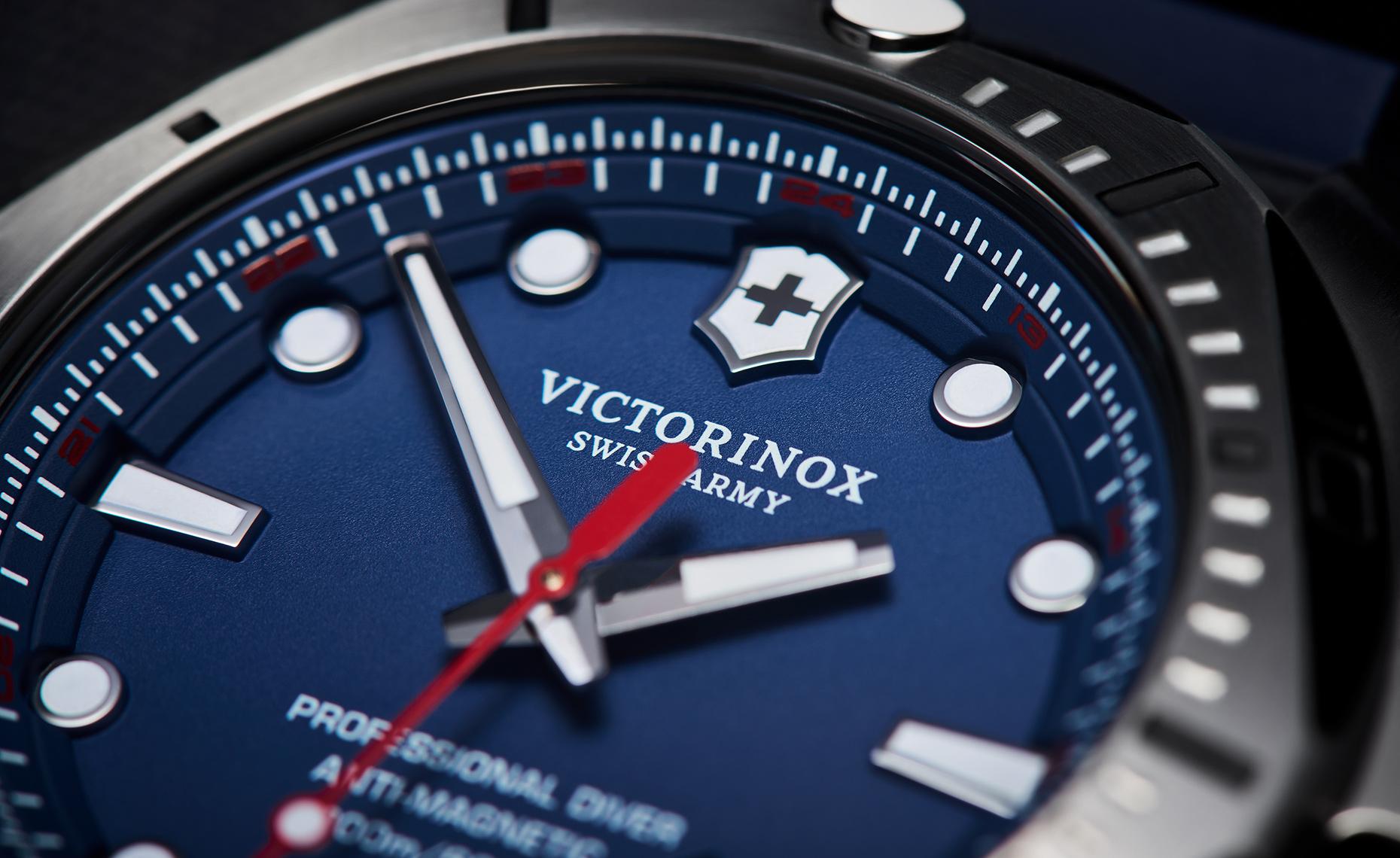tom-medvedich-still-life-jewelry-watches-victorinox-inox-navy-macro.jpg