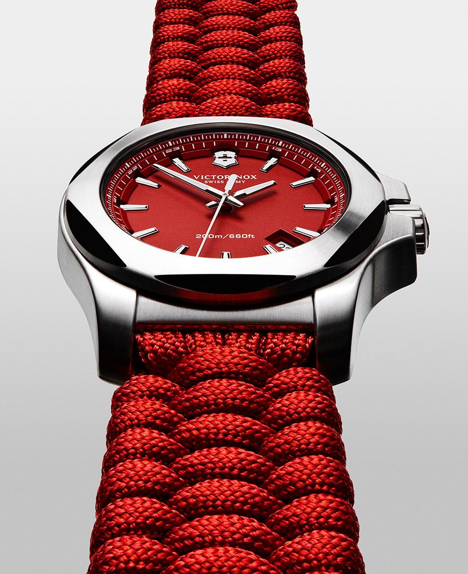 tom-medvedich-still-life-jewelry-watches-victorinox-inox-red-01.jpg