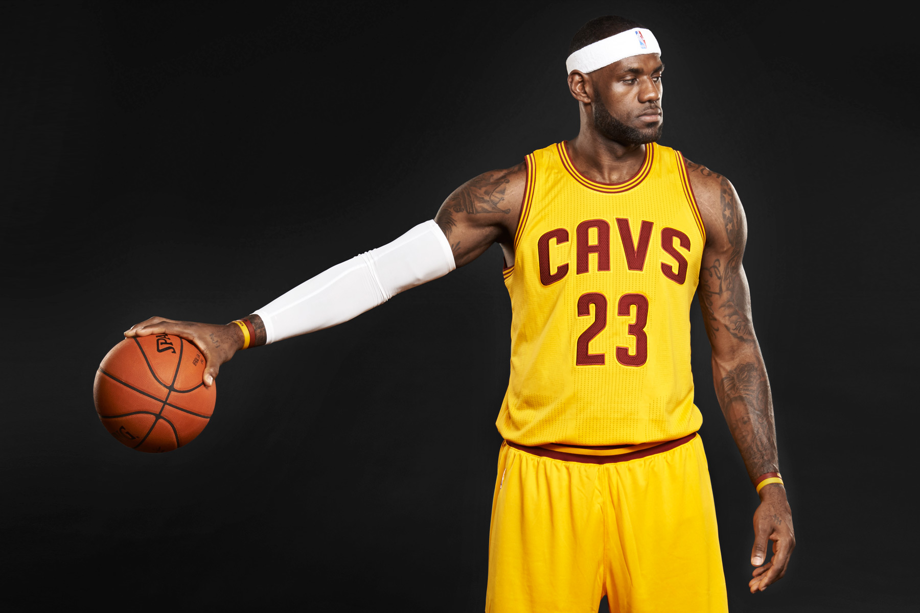 tom-medvedich-portraits-slam-lebron-james-01.jpg