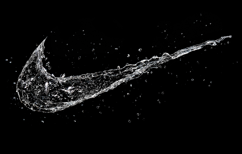 tom-medvedich-still-life-splashes-water-logo-nike-01a.jpg