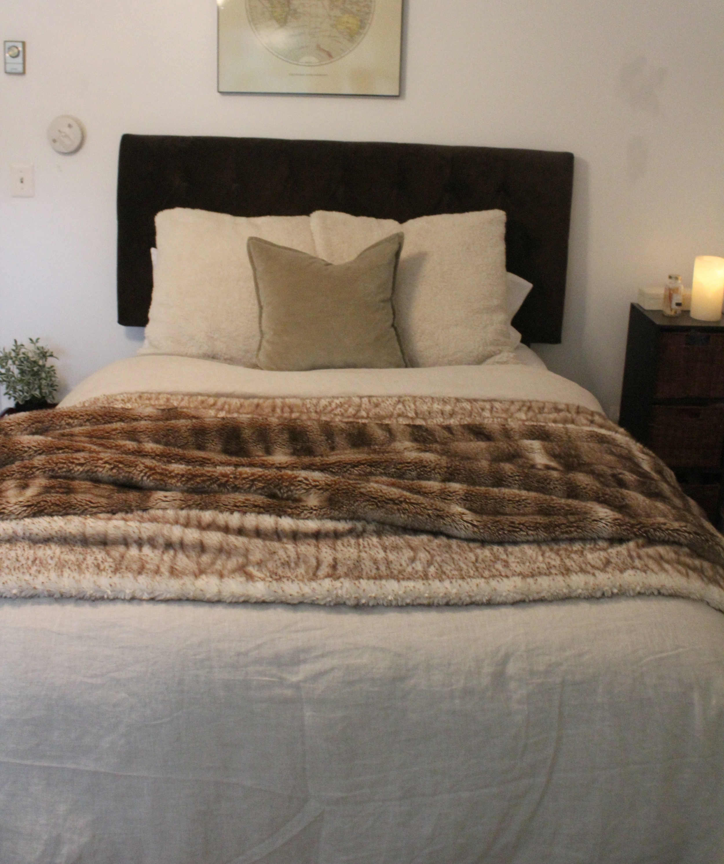 WINTER - For maximum coziness during the coldest months mix in layers of texture with faux furs and velvets.