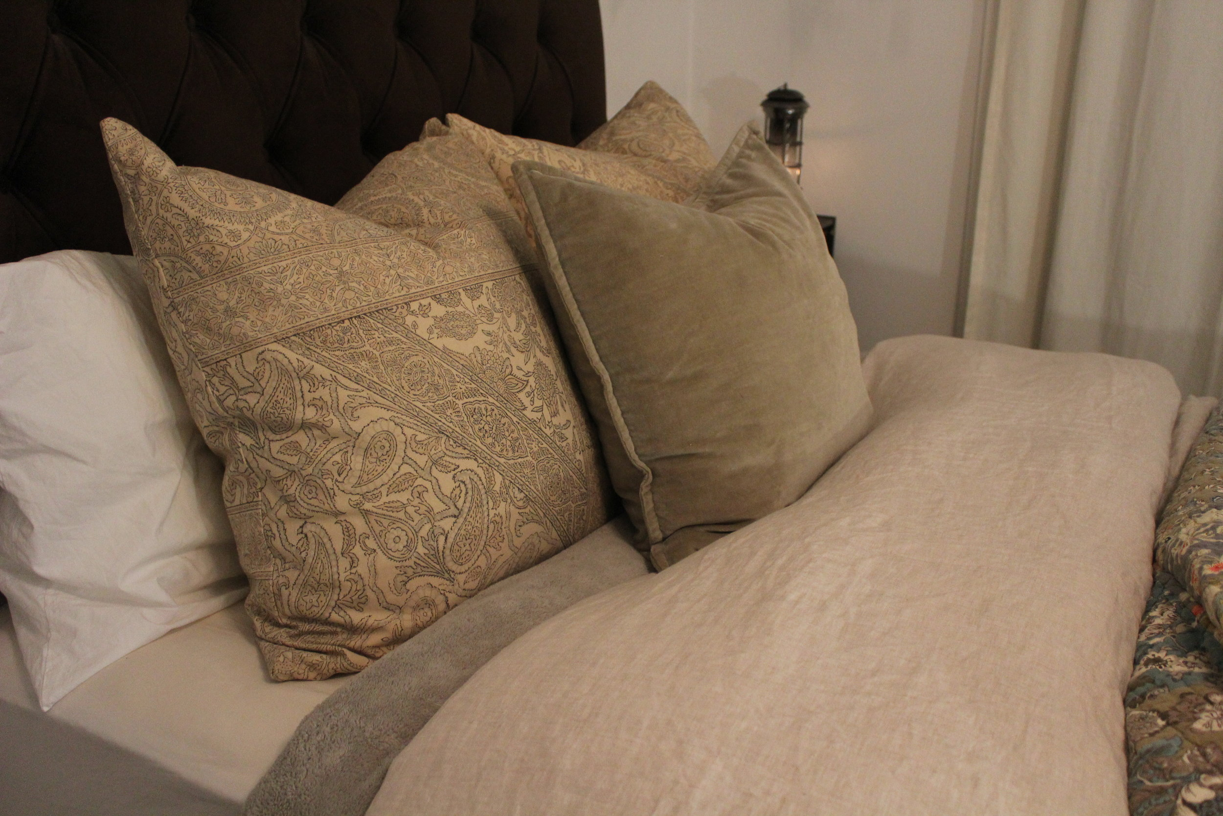 FALL - Start with a cozy fleece under the fluffy duvet and add a colorful quilt on top for just the right amount of warmth. The standard pillows are tucked behind two 24