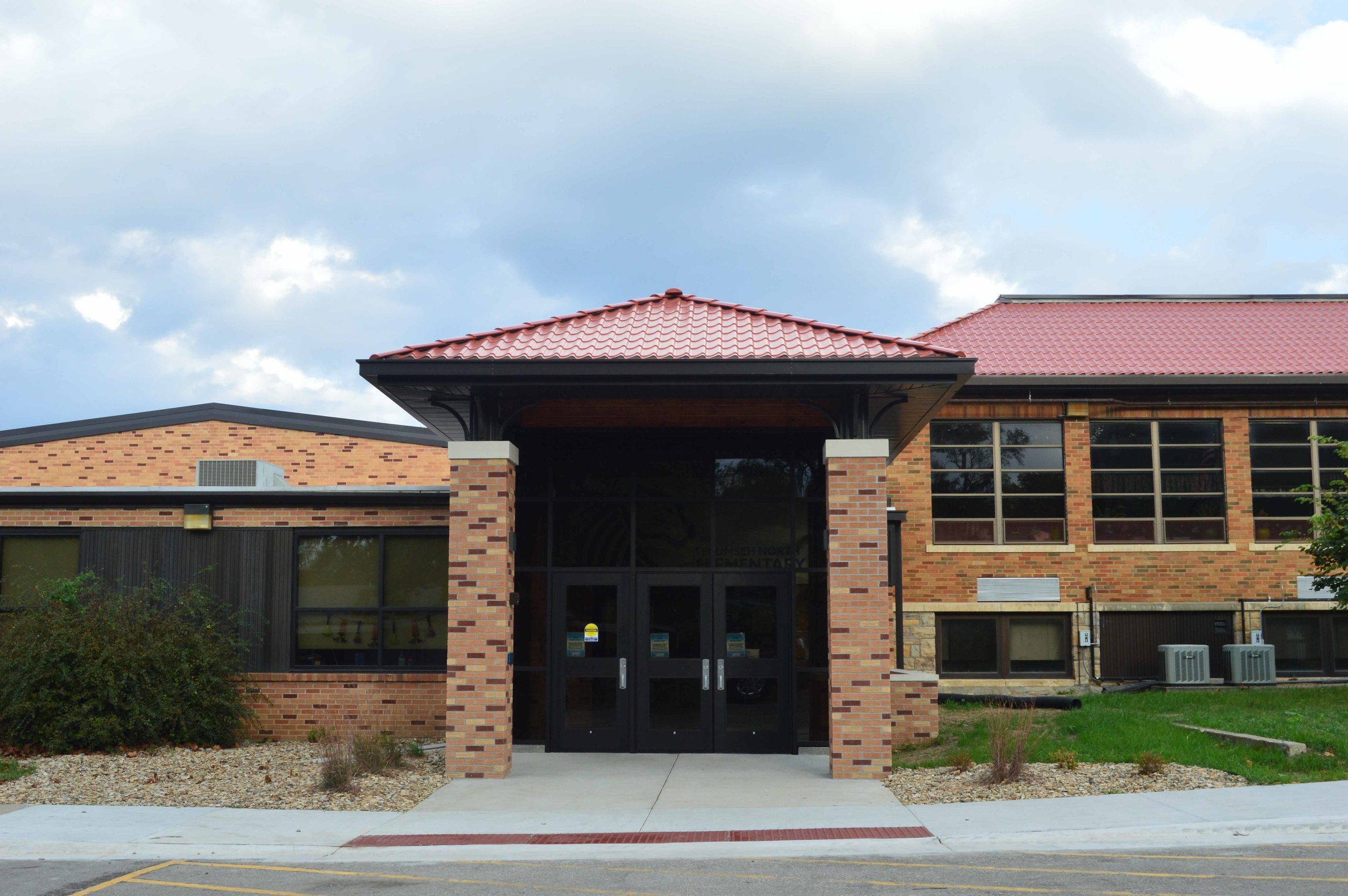Tecumseh North Elementary Main Entrance   Client: USD 450 Shawnee Heights Architect: HTK Architects