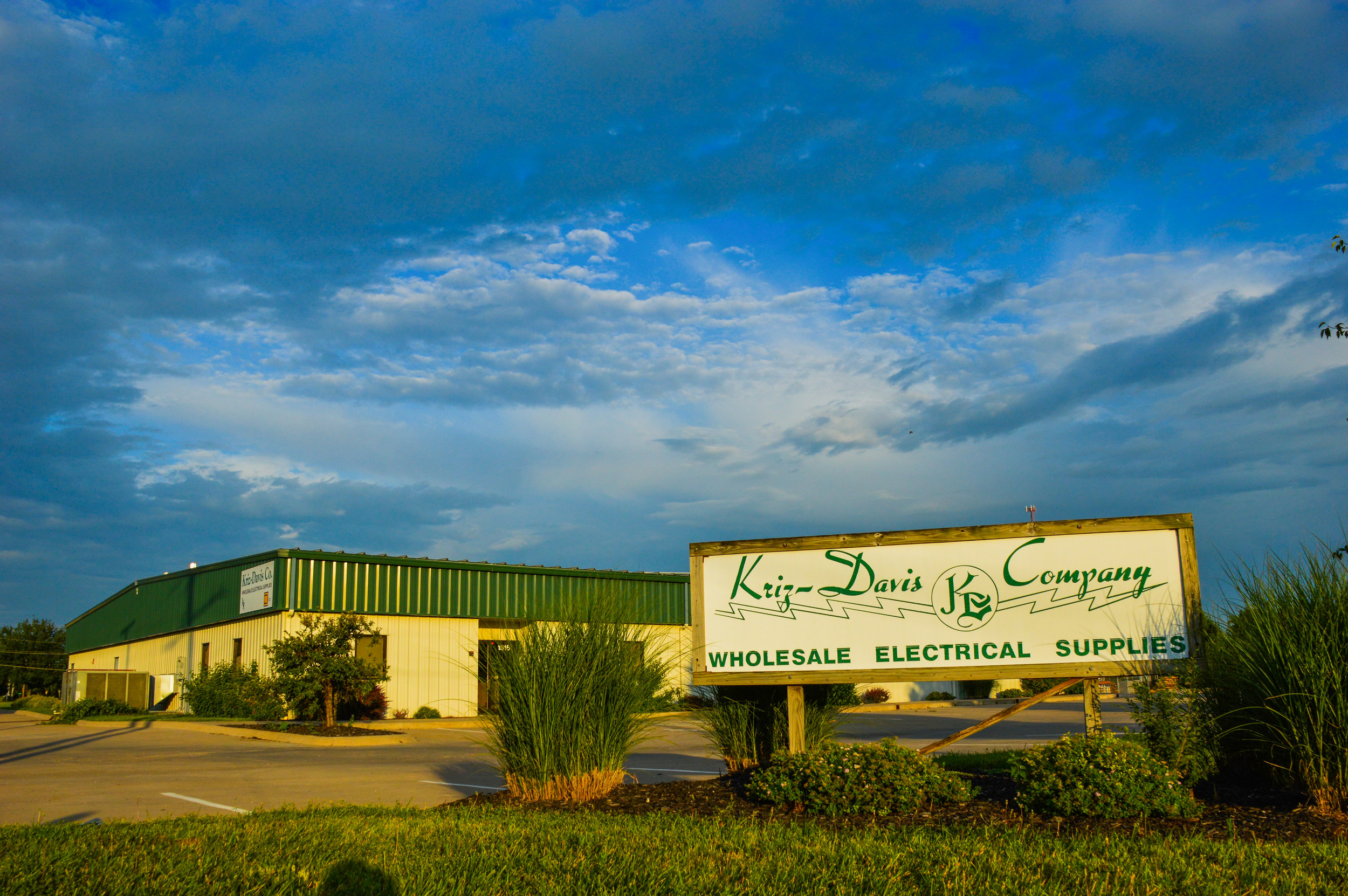 Kriz Davis Distribution Center   Client: Kriz Davis, Inc. Architect:Henry Lockard Architect