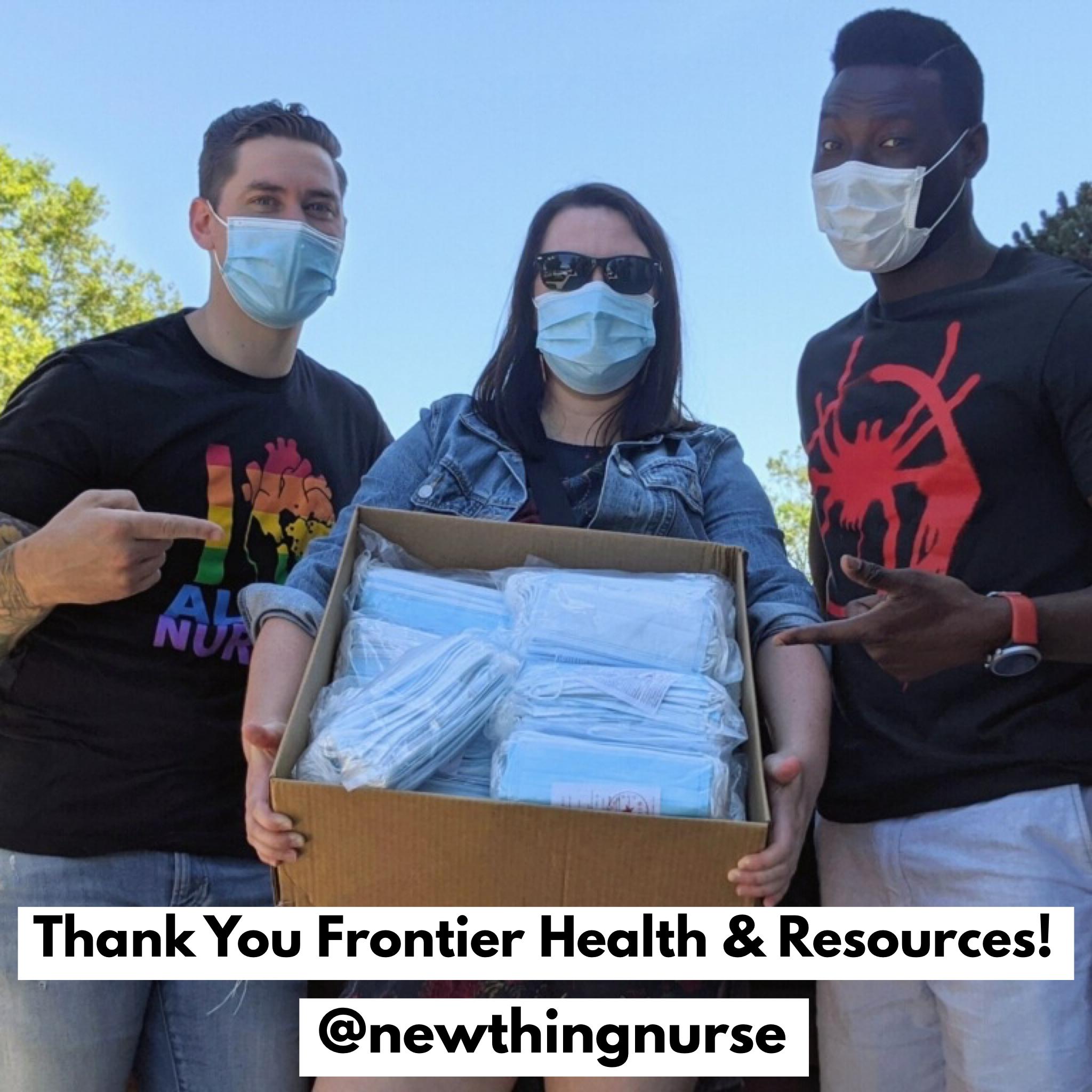 2020年4月6日:乔伊·费里(Joey Ferry),注册护士和来自前沿健康解决方案(Frontier Health Solutions)的注册护士道菲基·加法-沙纳(Taofiki Gafar-Schaner)捐赠了500多个医用口罩给New 必威博彩app下载Thing护士个人防护装备护理包项目!点击图片阅读更多内容!