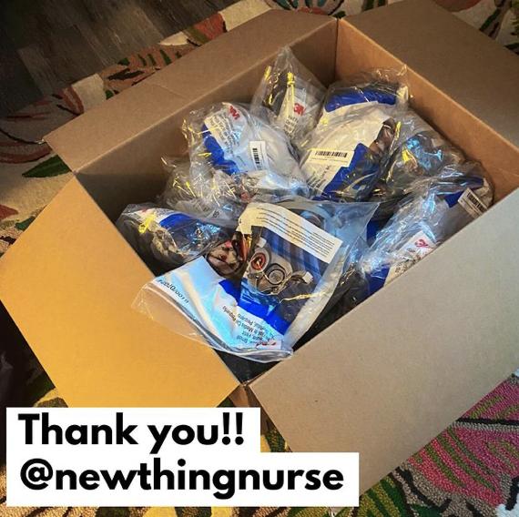 2021年1月4日:在过去的两周里,这盒巨大的口罩已经从慷慨的灵魂那里运来,他们希望在我们的医护人员今冬工作时保护他们的安全。谢谢谢谢谢谢!!