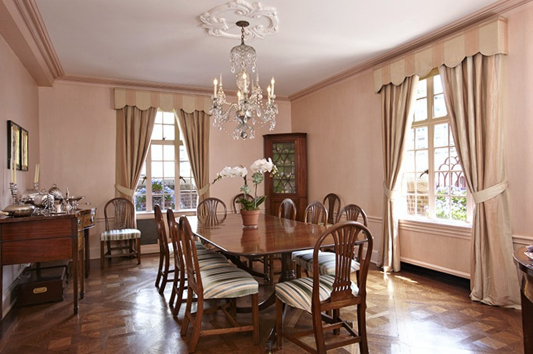 classic peachy pink dining room