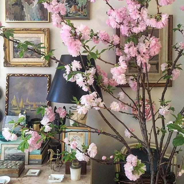 When it's spring inside... . . . . #regrann: @habituallychic #flowers #chic #style #styleblogger #elegance