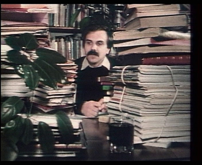 Le retour d'un amateur de bibliothèques  ( El regreso de un ratón de biblioteca/The Return of a Library Lover , 1983). © L'Institut National de l'Audiovisuel.