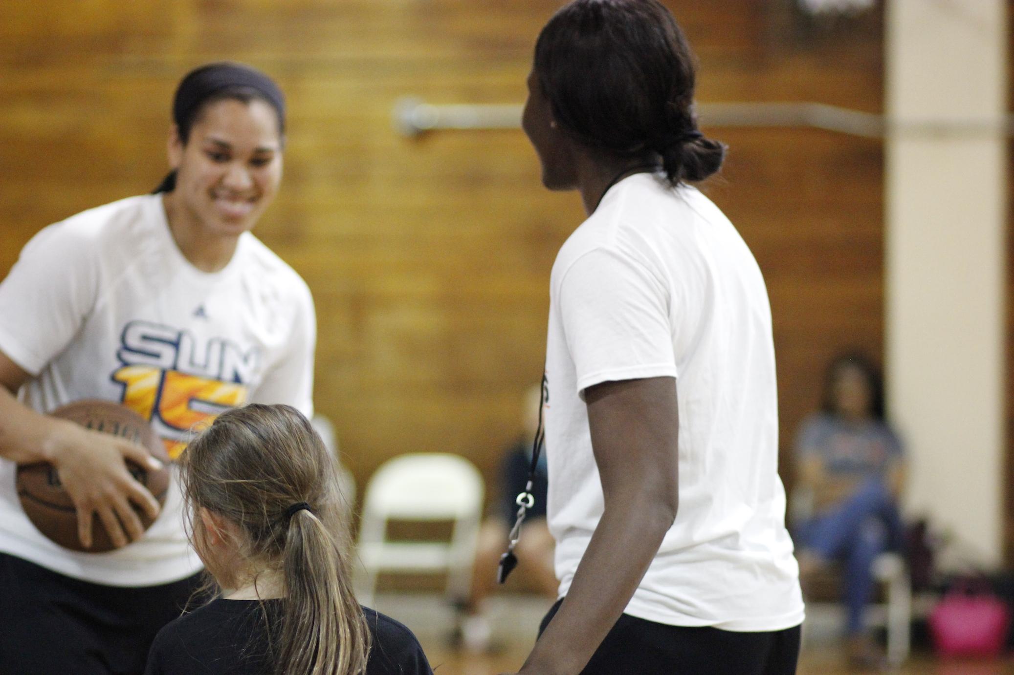 _Veez-Hoops-Brionna-Jones-Vanessa-Giddens-Connecticut-Sun-basketball-camp.JPG