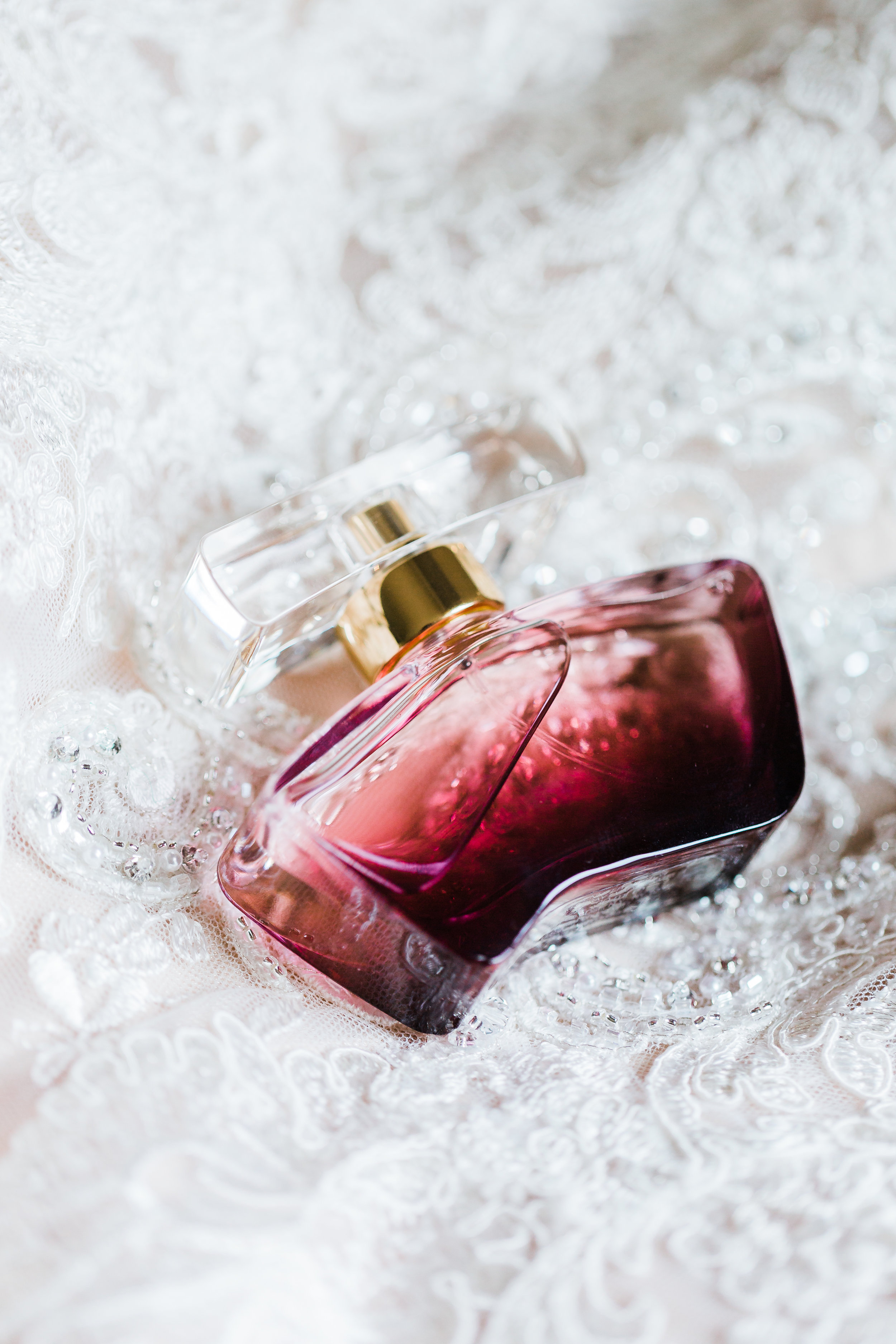 the bride's perfume on her wedding day md wedding photographer