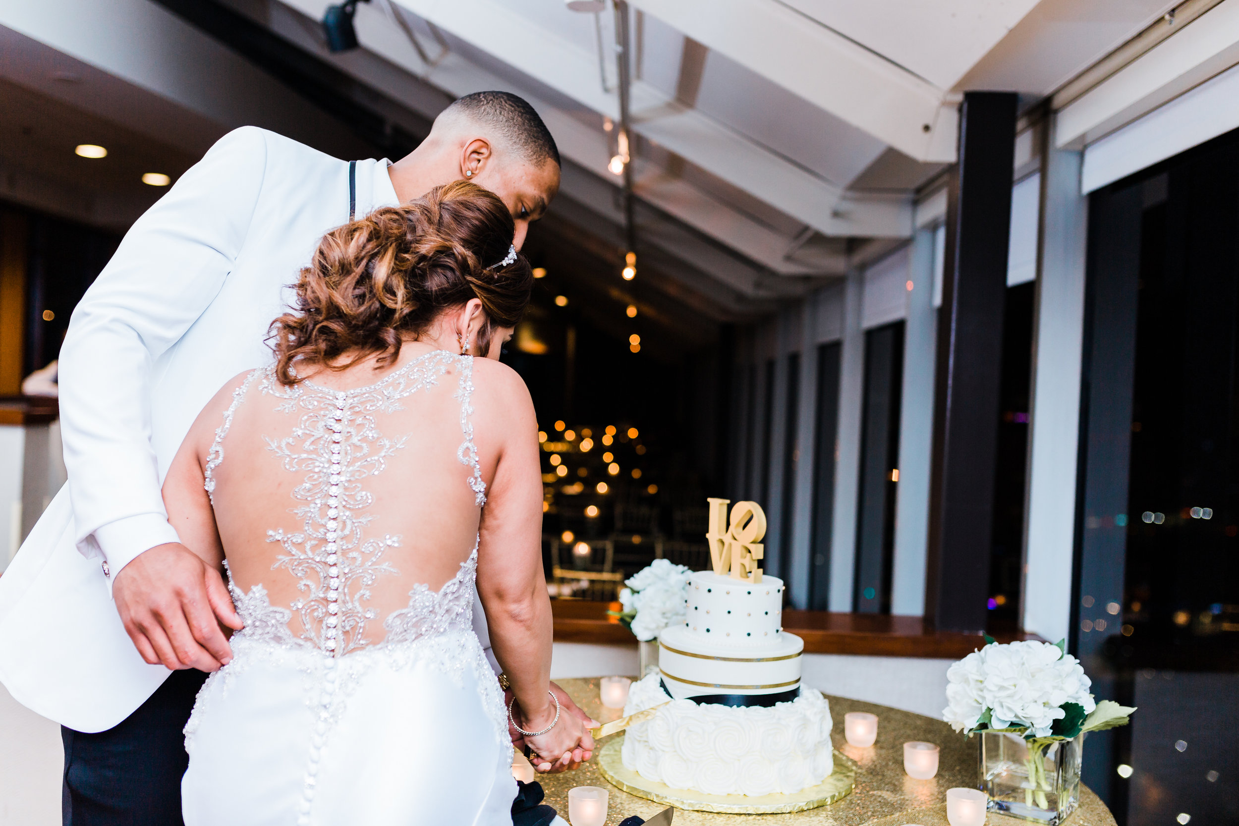 sugar bakers cake gets cut in baltimore maryland