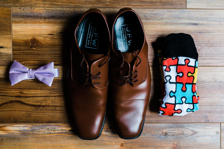 groom details - groom shoes - fun socks for wedding - maryland wedding photographer