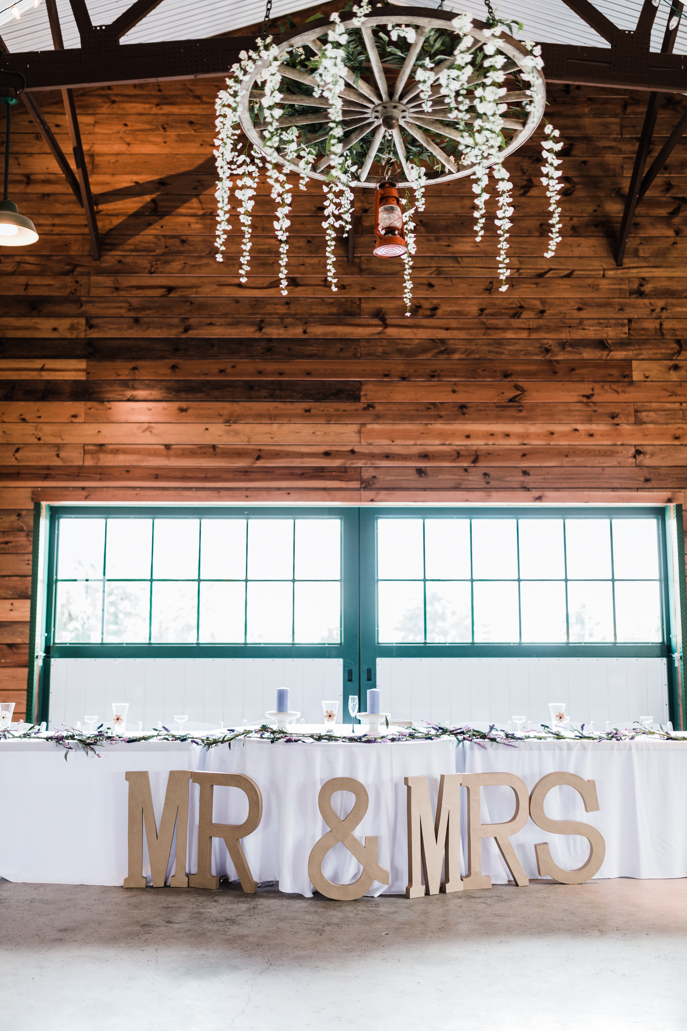 head table ideas - maryland barn reception - best maryland wedding photo and video - husband and wife team