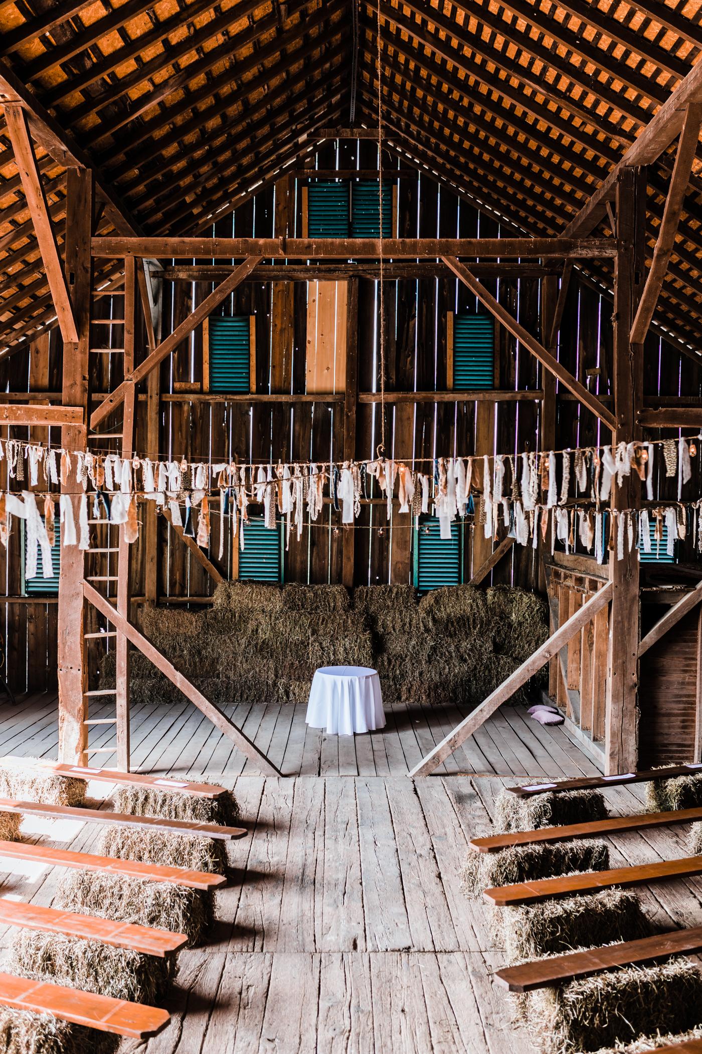 unique wedding ceremony in barn - maryland wedding ceremony - md wedding photographer