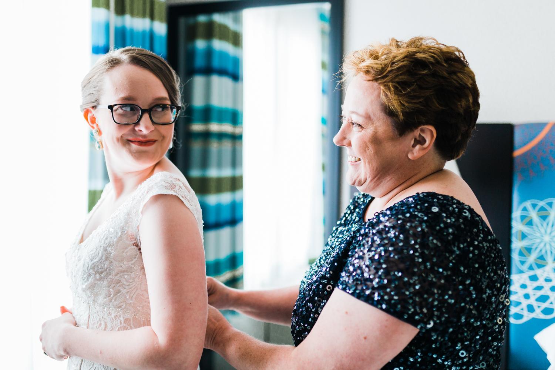 bride-and-mom.jpg