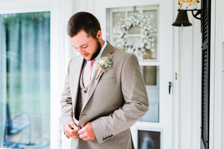groom getting ready at his cascade, md wedding