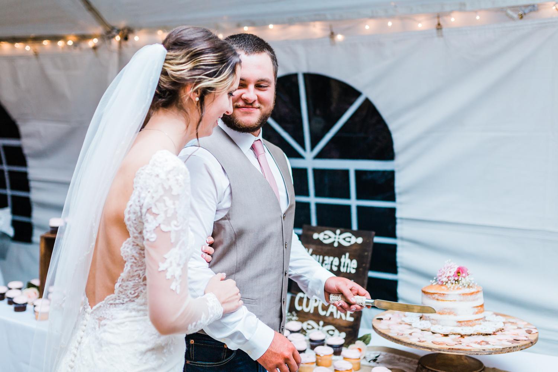 bride-groom-cake-cutting.jpg