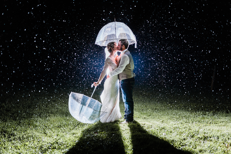 rainy-night-wedding-photos.jpg