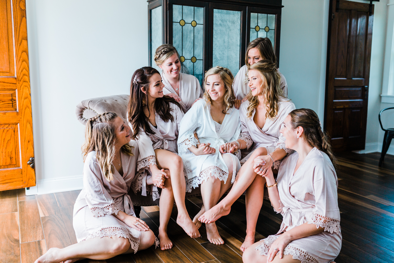 Bride and Bridesmaids in bridal suite at Pond View Farm - MD wedding photo inspo