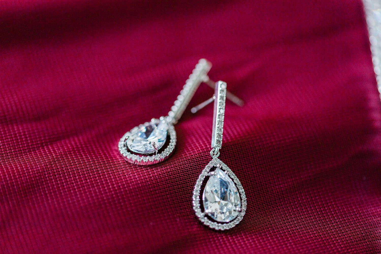 Bridal ear rings in pear shape