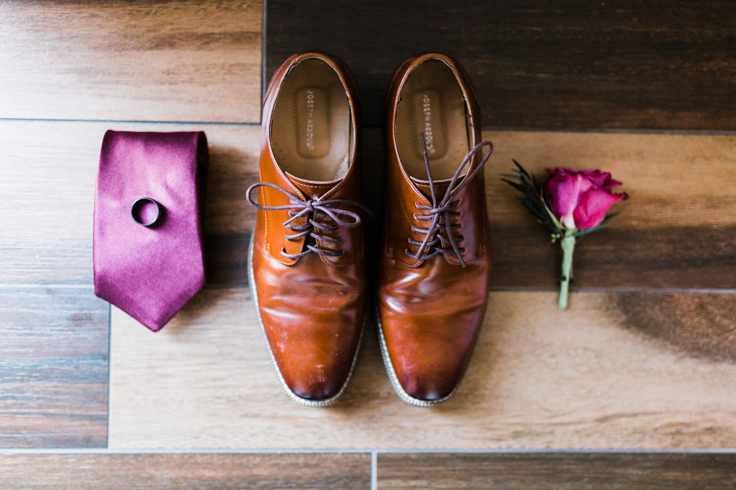 Grooms details, shoes tie and ring