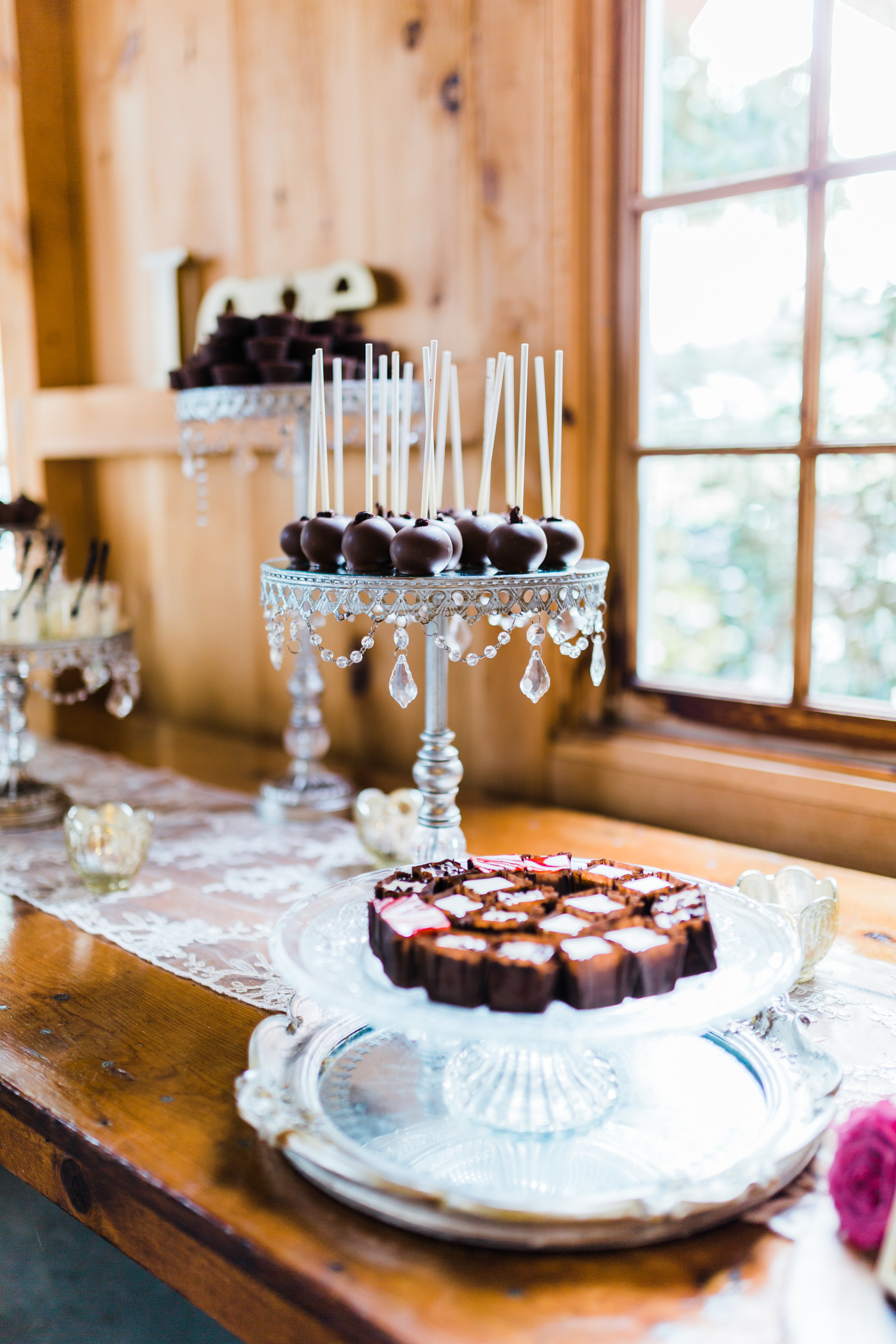 cake pops at Maryland wedding - Pond View Farm - Maryland wedding photo and video